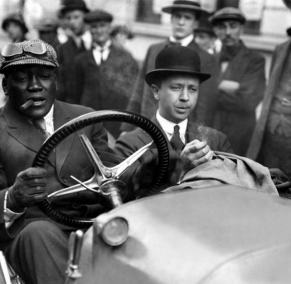 Heavyweight_Boxing_Champion_Jack_Johnson_in_car_._