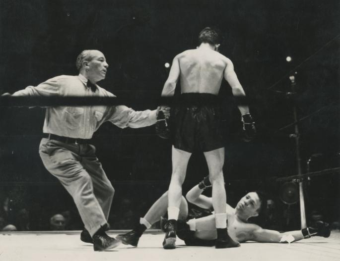 May_10_Lou_Ambers_vs_Lew_Jenkins_I_New_York_-_1940._ref_Billy_Cavanaugh_