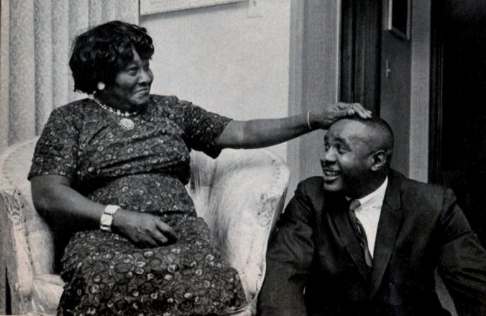 Sonny-Liston_and_his_mom